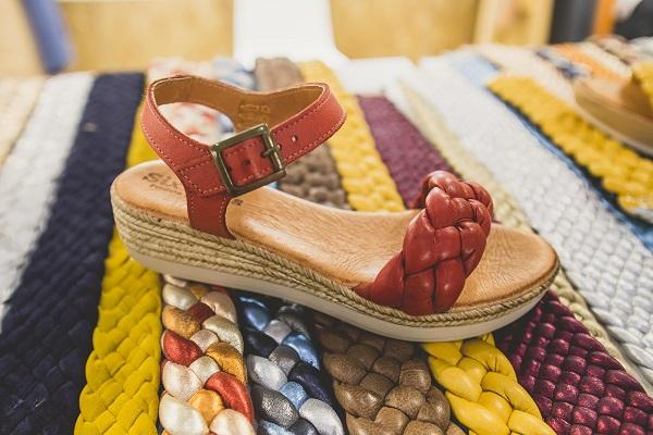 sandalia con trenzado