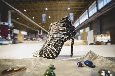 zapato de mujer con adornos transfer